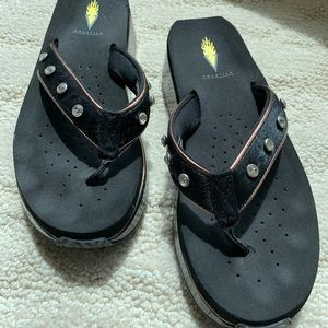 Volatile thong sandals